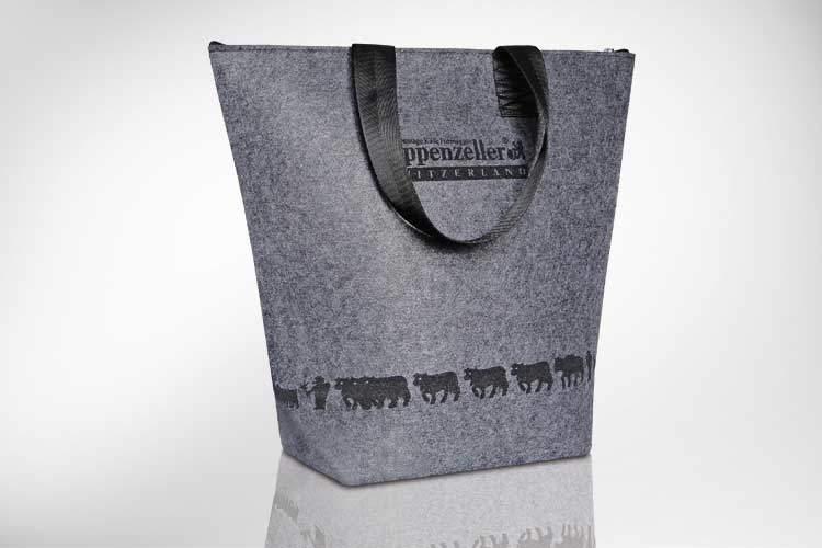 Trendige Filztasche mit gelasertem Design