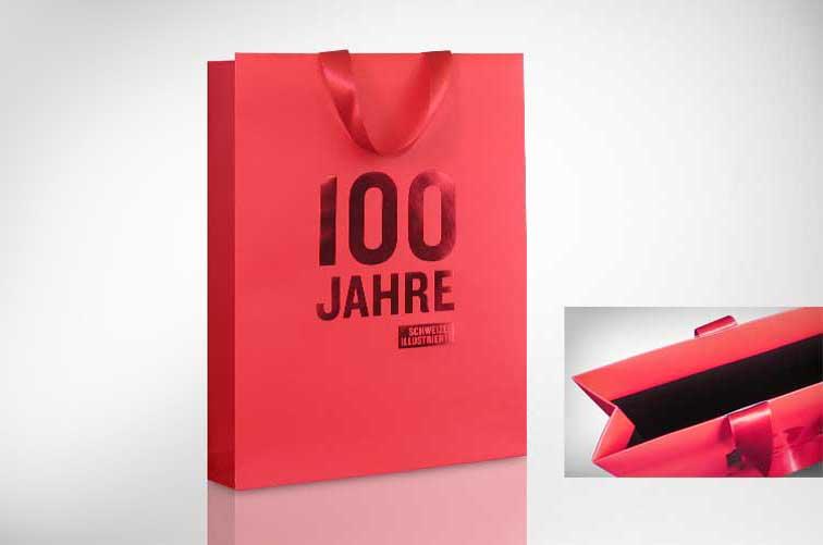 Exklusive Papiertragetasche mit Seidenbändern